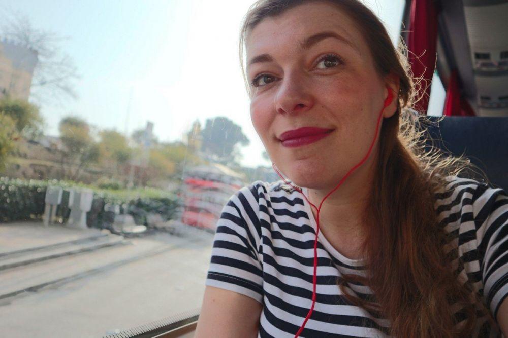 Paola Bertoni sul bus City Sightseeing di Napoli