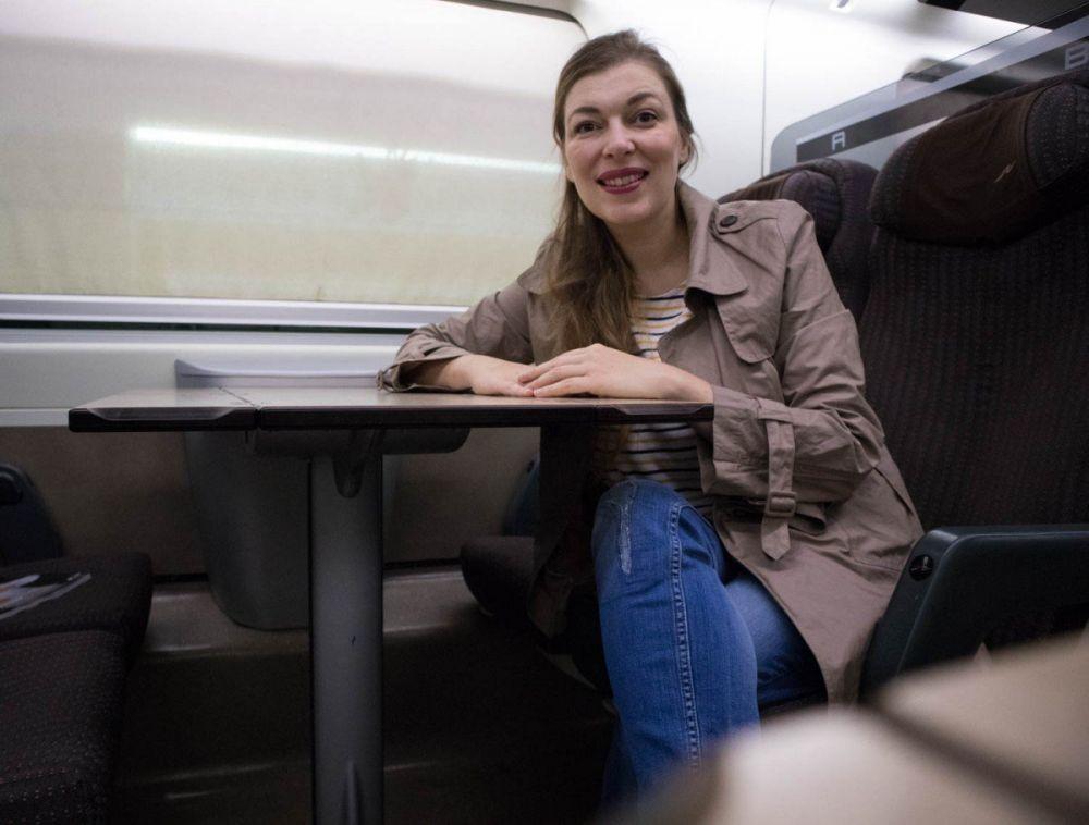 Paola Bertoni durante un viaggio in treno Frecciarossa