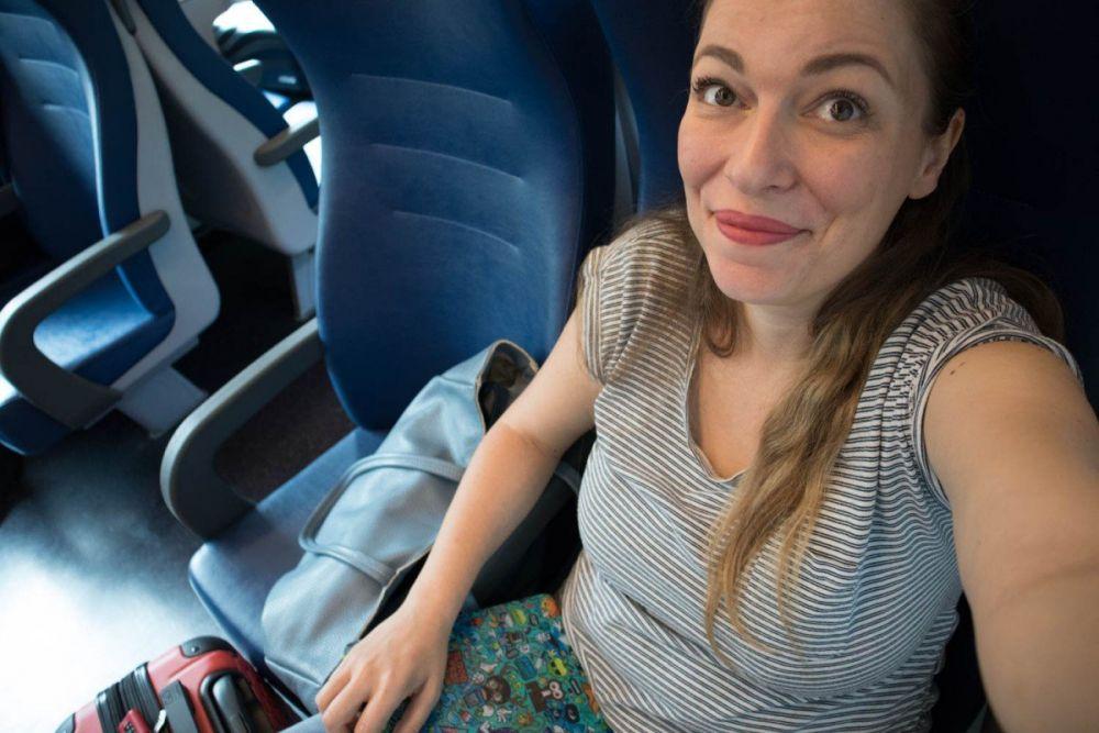 Paola Bertoni su treno regionale Torino-Genova