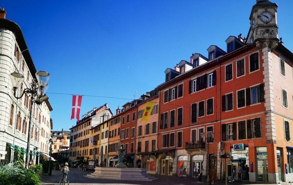 La piazza St Léger nel centro storico di Chambery