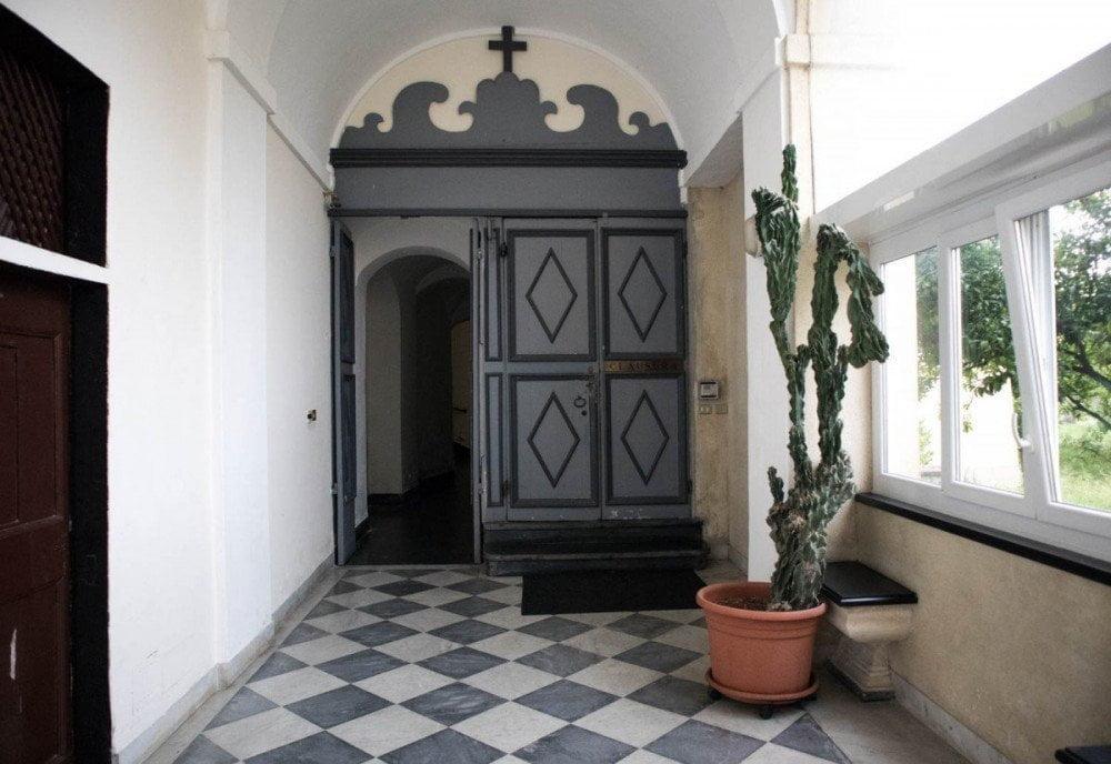 Ingresso all'area di clausura del Convento Sant'Anna dei frati carmelitani scalzi di Genova