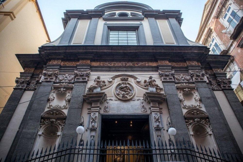 Facciata della chiesa di Santa Maria delle Anime del Purgatorio ad Arco di Napoli