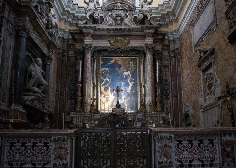 Interno barocco della chiesa di Santa Maria delle Anime del Purgatorio ad Arco di Napoli