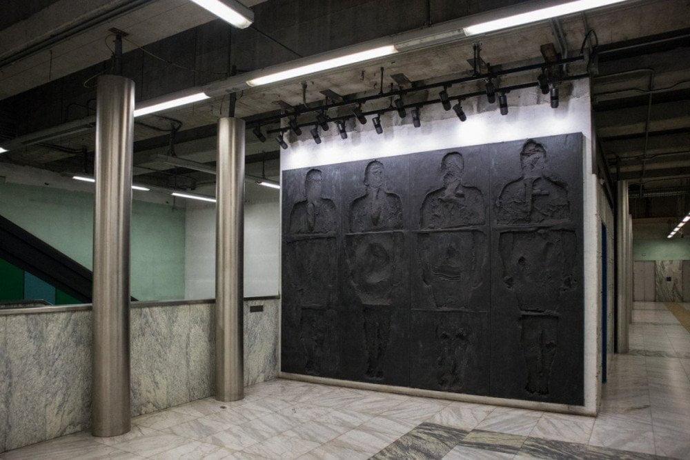 Installazione di Nino Longobardi nella fermata Quattro Giornate della metropolitana di Napoli