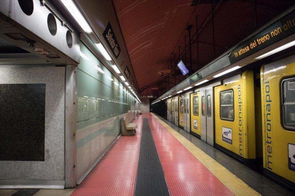 Banchina della fermata Salvator Rosa della metropolitana di Napoli