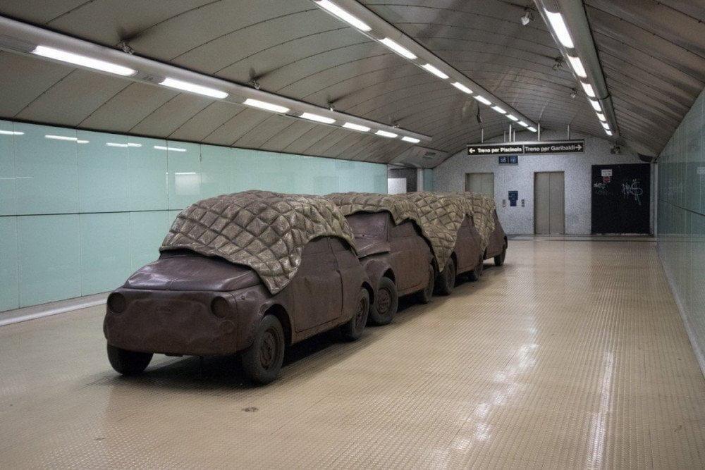 Installazione A subway è chiù sicura di Perino&Vele nella fermata Salvator Rosa della metropolitana di Napoli