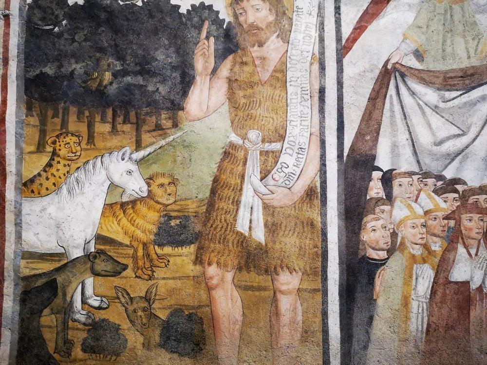 San Giovanni Vincenzo con animali fantastici tratti dai bestiari medievali in un affresco alla Sacra di San Michele