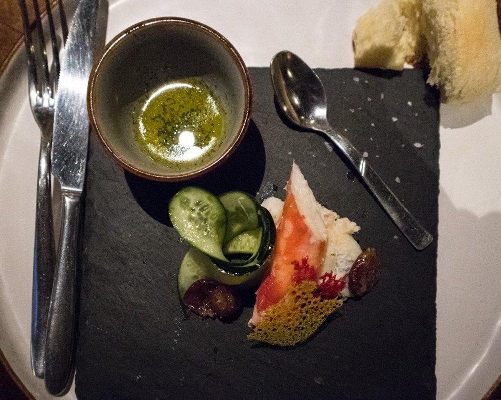 Granchio reale della Kamchatka sgusciato e pronto da mangiare al ristorante Sibiriaki di Torino