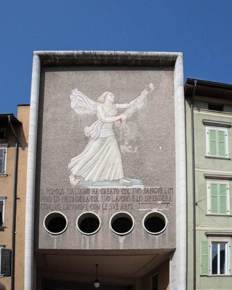 Monumento del regime fascista a Trento, chiamato dai trentini Signora del Flit