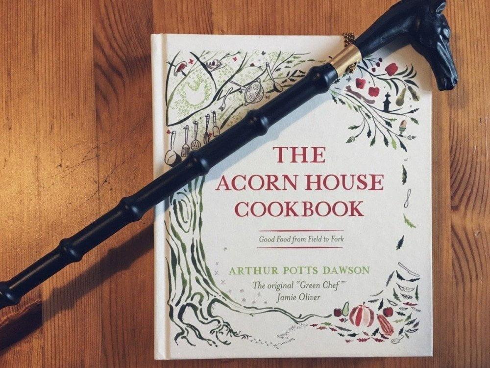 Il calzascarpe e il libro di ricette ricevuti come souvenir da Silvia del blog The Food Traveler