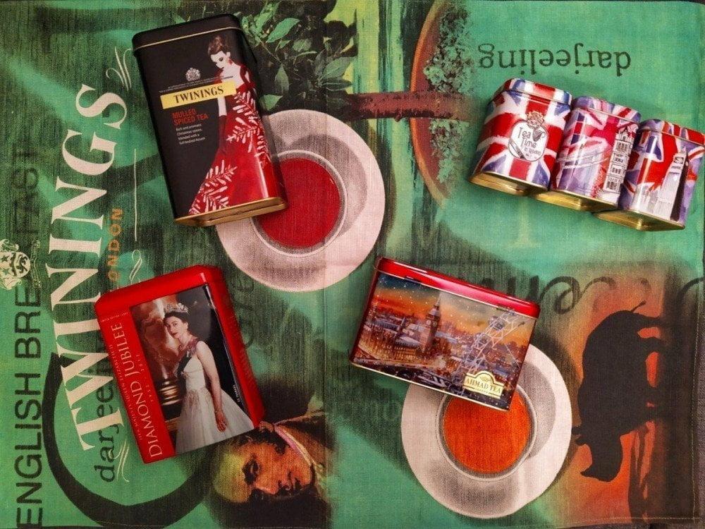 La collezione di lattine di tè, souvenir di Marina del blog Maraina in viaggio