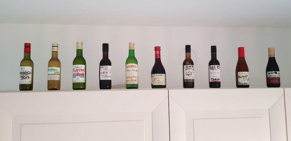 La collezione di bottigliette, souvenir di Sara del blog Viaggi da fotografare