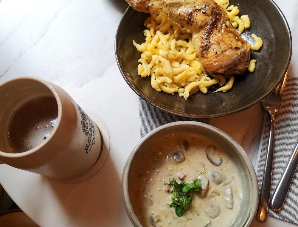Spatzle con pollo e salsa panna e funghi