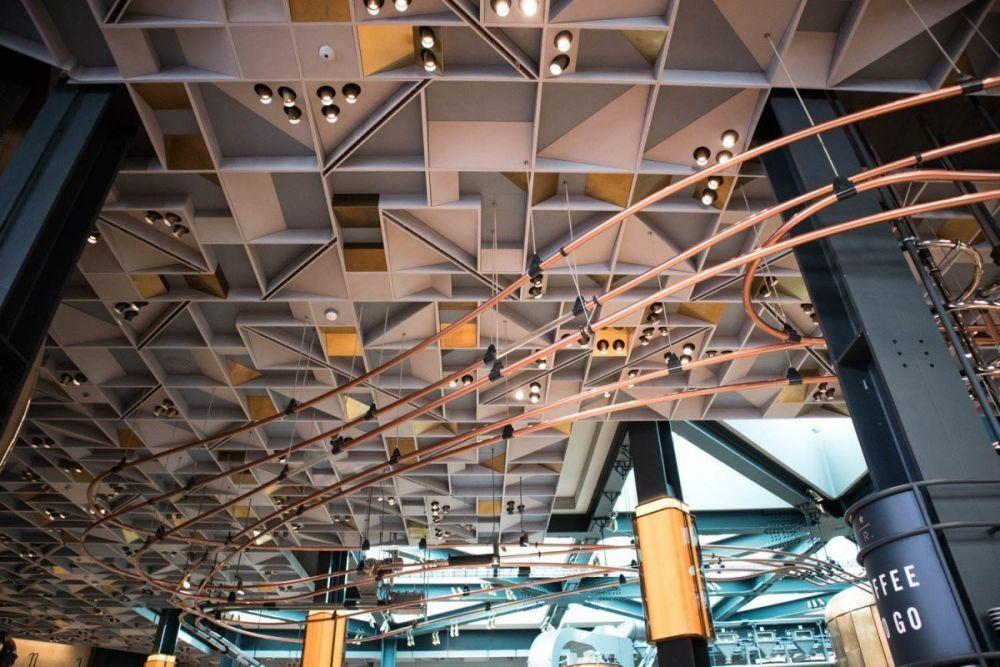 Soffitto della Starbucks Reserve Roastery di Milano