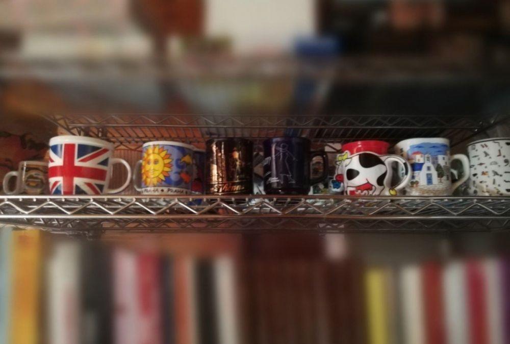 La collezione tazze, souvenir di Claudia del blog Domani andiamo a