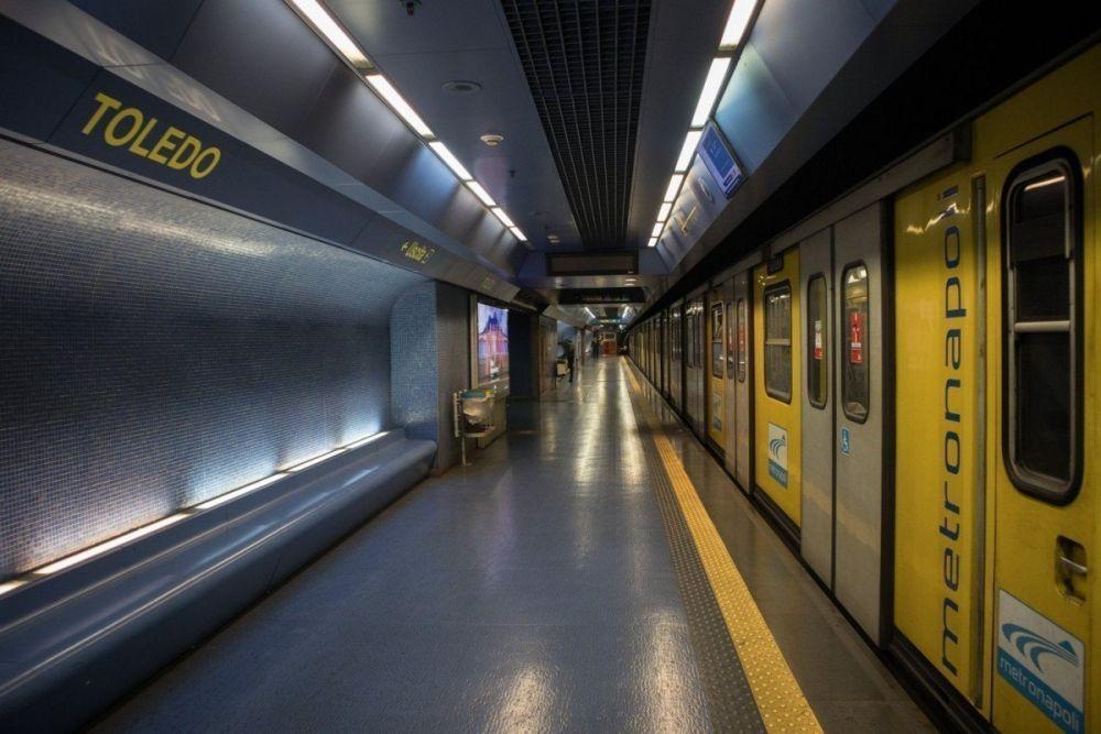 Banchina della fermata Toledo della metropolitana di Napoli