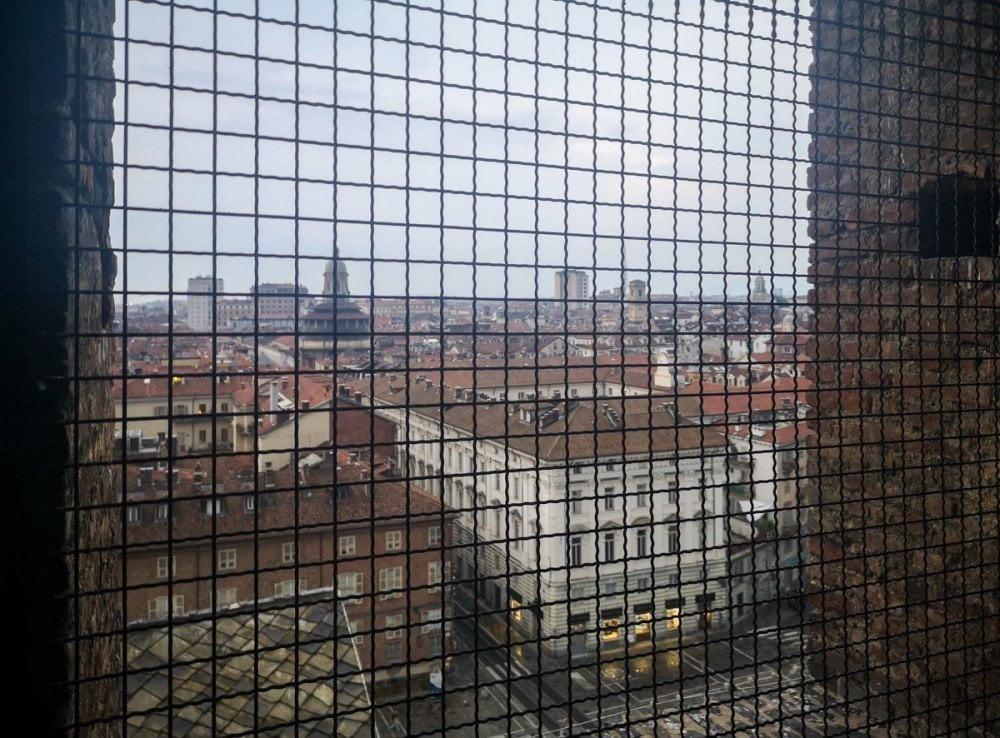 La vista su Torino dalle finestre della cella campanaria del Duomo di San Giovanni durante la visita guidata Torino Noir di Somewhere Tours & Events