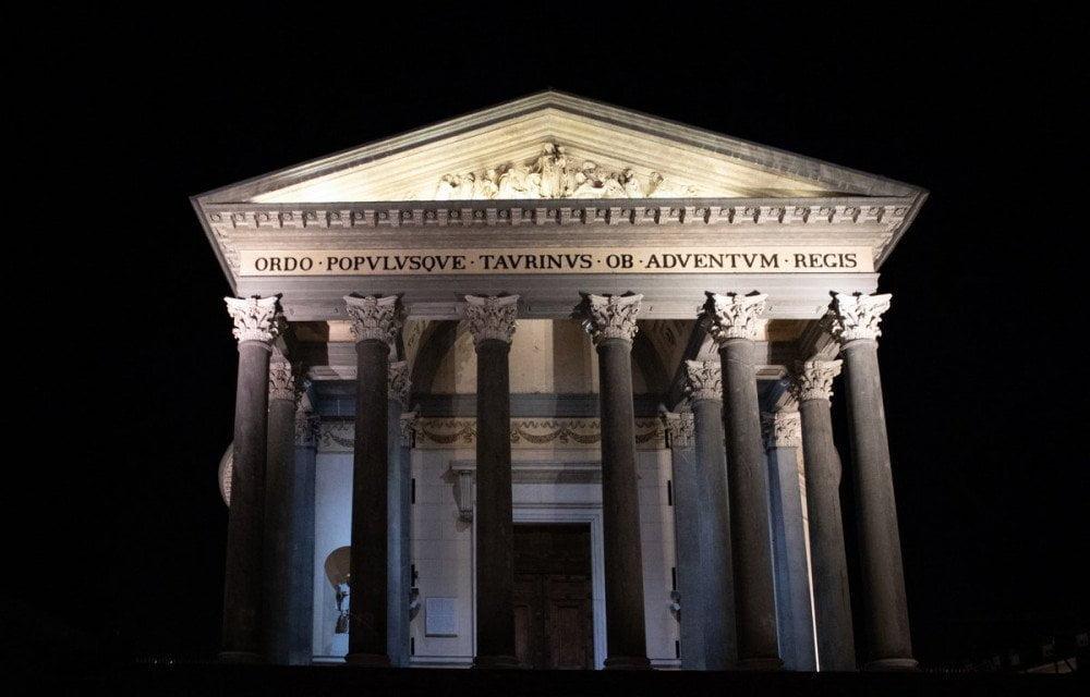 La chiesa della Gran Madre di Dio a Torino fotografata di notte