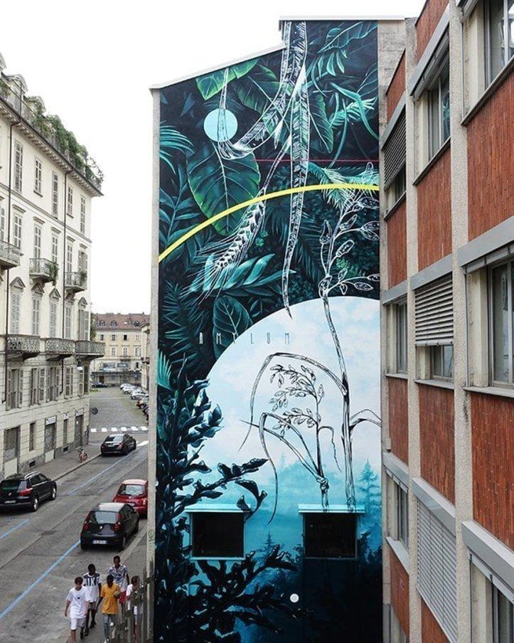 Murales Goal 10: Reduce Inequality di Fabio Petani a Torino per il progetto di arte urbana TOward 2030