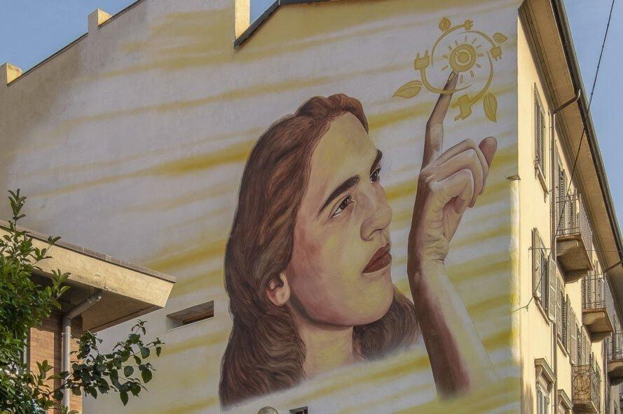 Murales Goal 7: Renewable Energy di Gerada a Torino per il progetto di arte urbana TOward 2030