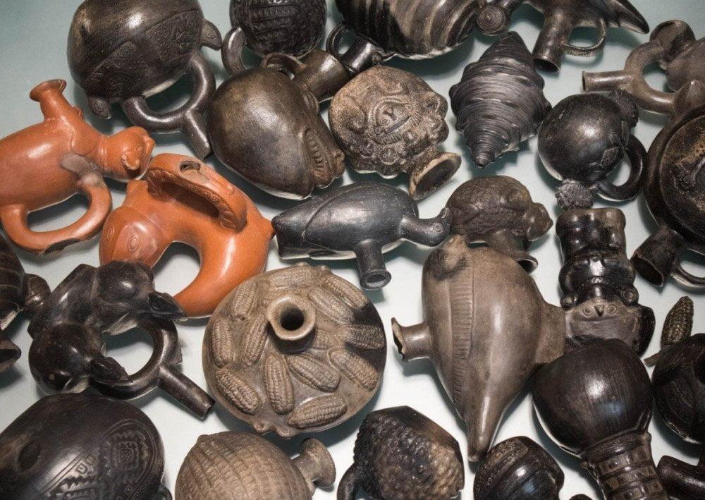 Vasi indigeni al Castello d'Albertis Museo delle Culture del Mondo