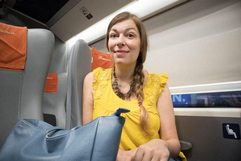 Paola Bertoni viaggia in seconda classe standard sul treno Frecciarossa ETR 1000 Trenitalia